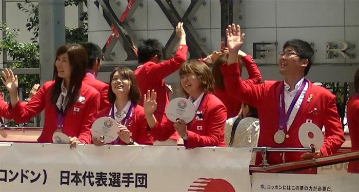 ロンドンオリンピックのメダリストが銀座でパレード アーチェリー