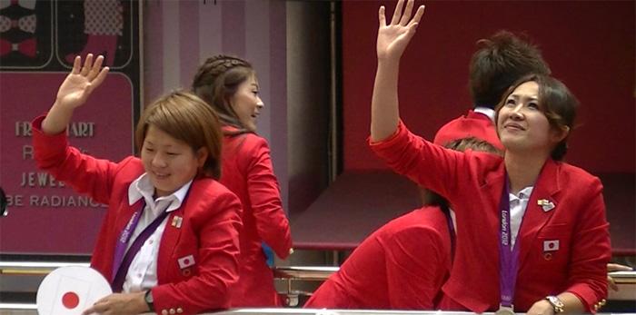 ロンドンオリンピックのメダリストが銀座でパレード 宮間さん、丸山さんと思いきや、後ろには澤さん