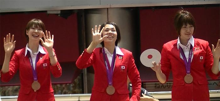 ロンドンオリンピックのメダリストが銀座でパレード 真鍋ジャパン